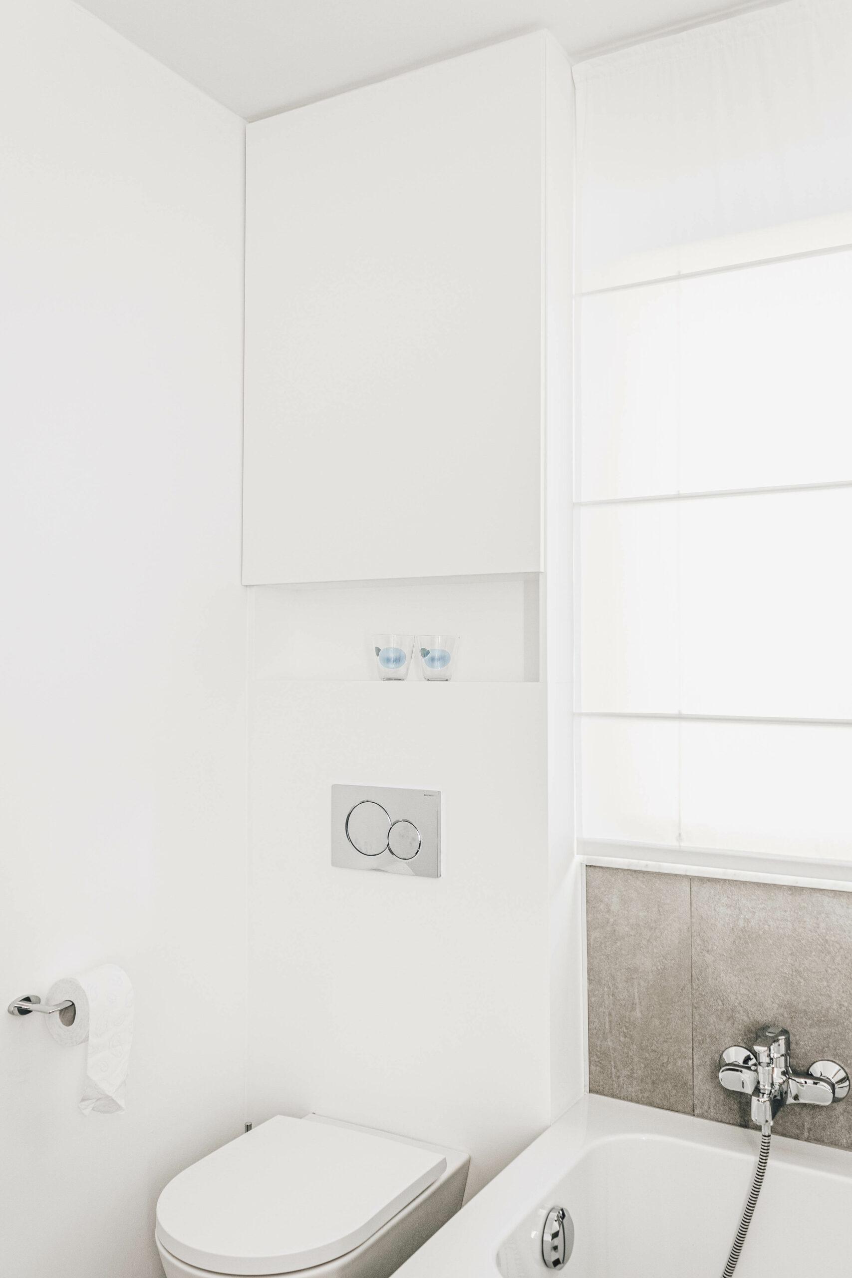 badkamer-renovatie-maatwerk-kasten-interieur-afwerking-sanitair-inloopdouche-bad