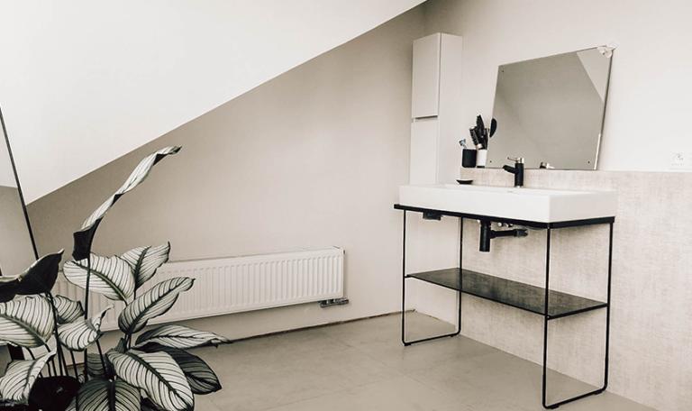 badkamer-renovatie-radiator-wasmeubel-sanitair-totaalrenovatie-schrijnwerk-wood-works