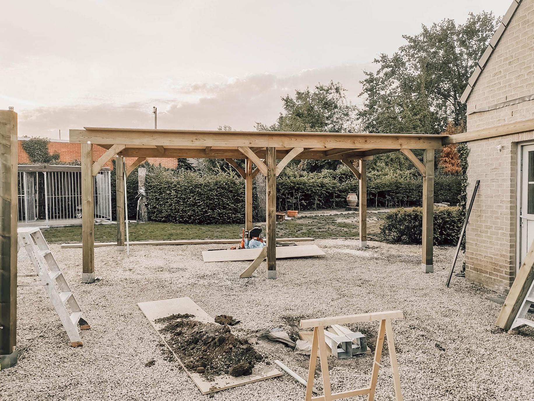 carport-genk-zonnepanelen-ecotrading-houtbewerking-buitenschrijnwerk