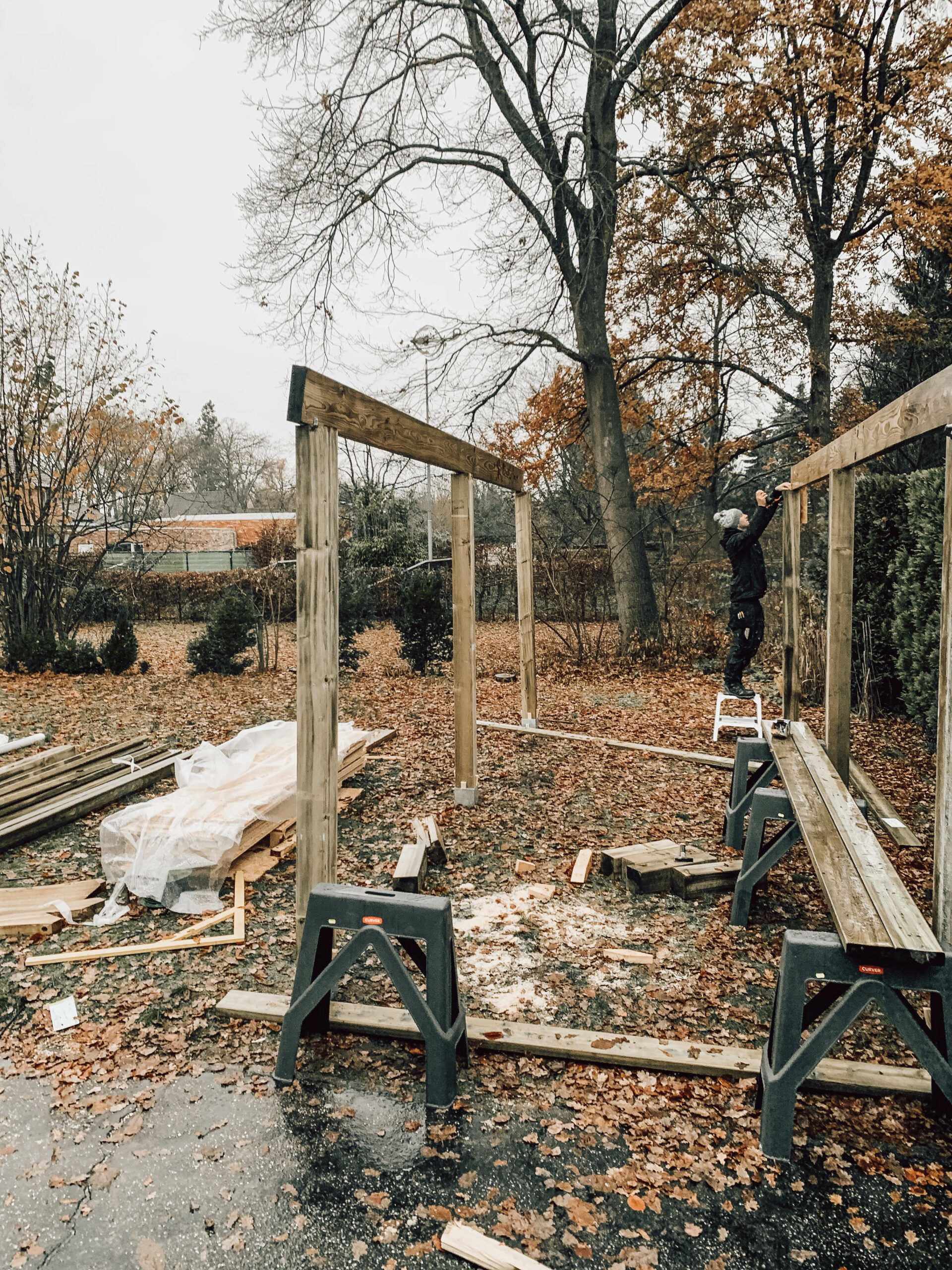 schrijnwerk_carport_hout_zonnepanelen_autostaanplaats_houtbewerking