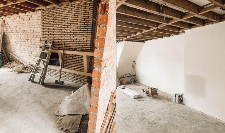 voor-na-wood-works-totaalrenovatie-interieur-afbraak-pleisterwerken-vloeren-renovatie